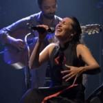 Amélie-les-Crayons chante avec les doigts (de l'homme)